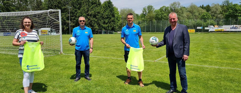 Übergabe Überziehshirts und Trainingsfußbälle von LPO Mario Kunasek und NAbg. Wolfgang Zanger an die Jugendmannschaften des SV Lobmingtal